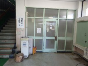 小田原城址公園 市立図書館 車椅子対応トイレ入口