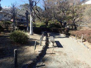 小田原城址公園 常盤木橋前 ベンチ