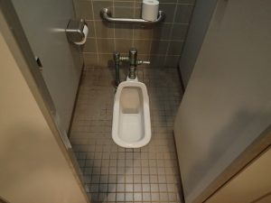 小田原フラワーガーデン 管理棟 1F男子トイレ 和式