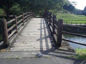 道の駅通潤橋駐車場:車椅子と杖とベビーカー