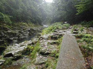 天安河原:遊歩道、岩戸川