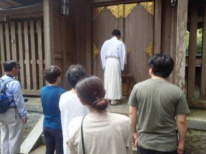 天岩戸神社西本宮:神職によるお祓い