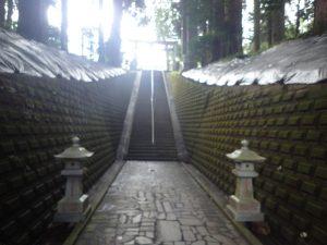 草部吉見神社:上り階段、後光