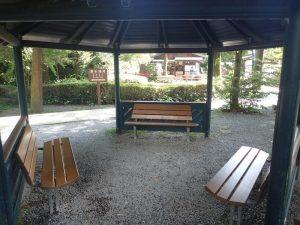 白川水源:休憩用ベンチ