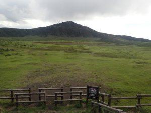 草千里:烏帽子岳と大草原