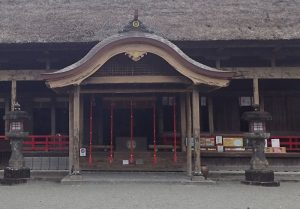 青井阿蘇神社:拝殿、車椅子