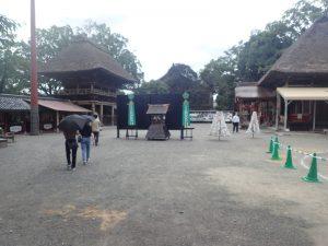 青井阿蘇神社:境内の段差や砂利