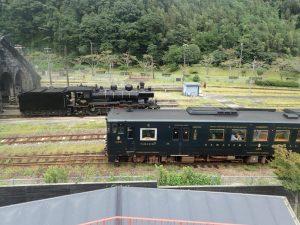 人吉駅転車台:SLと列車のコラボ