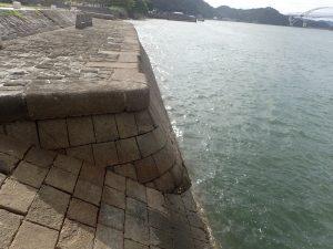 三角西港:石積み
