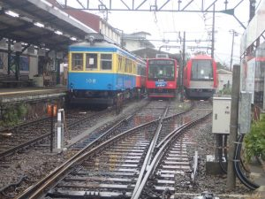 強羅駅:列車車両