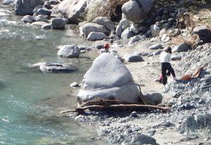 河内川:水遊び