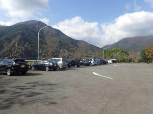 丹沢湖:無料駐車場 前向き駐車