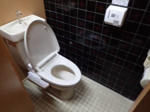 七沢荘:フロント ロビートイレ