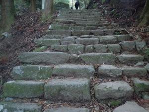 大山寺の紅葉:行くルート石を積んだ階段