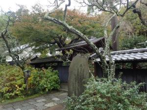 東慶寺の紅葉:人物と紅葉