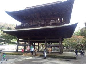 円覚寺:山門と紅葉