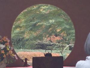 明月院:方丈の円窓 悟りの円窓