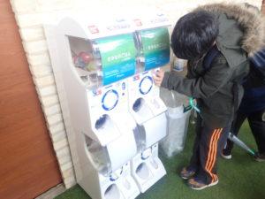 新江ノ島水族館:さかなにごはんにあげるガチャ