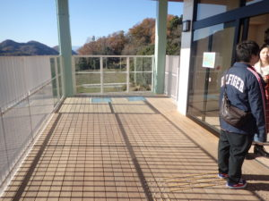 さがみ湖イミリオン:入場口エレベーター覗き窓